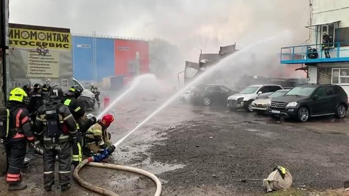 Тушение крупного пожара в Москве. У МЧС сил достаточно