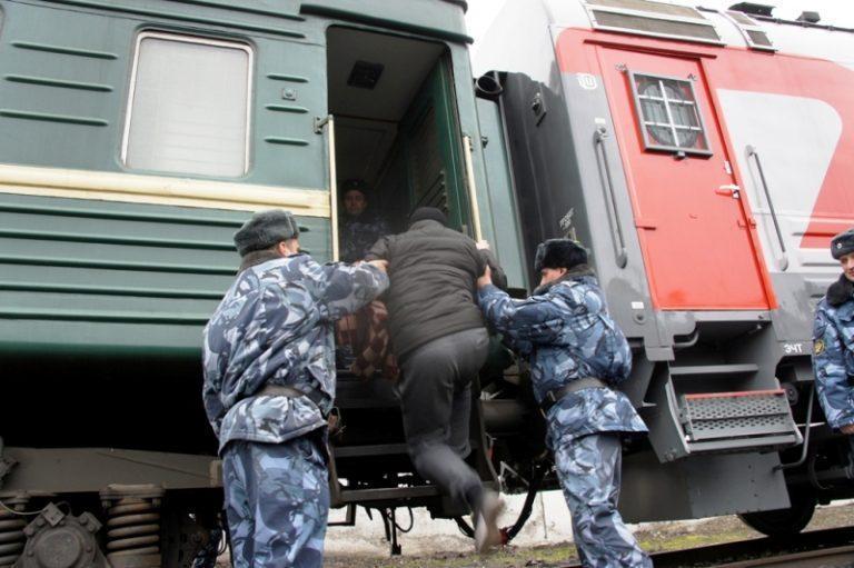 Злые болтливые людишки: Ефремова этапировали в Чувашию и превратили в лагерную пыль