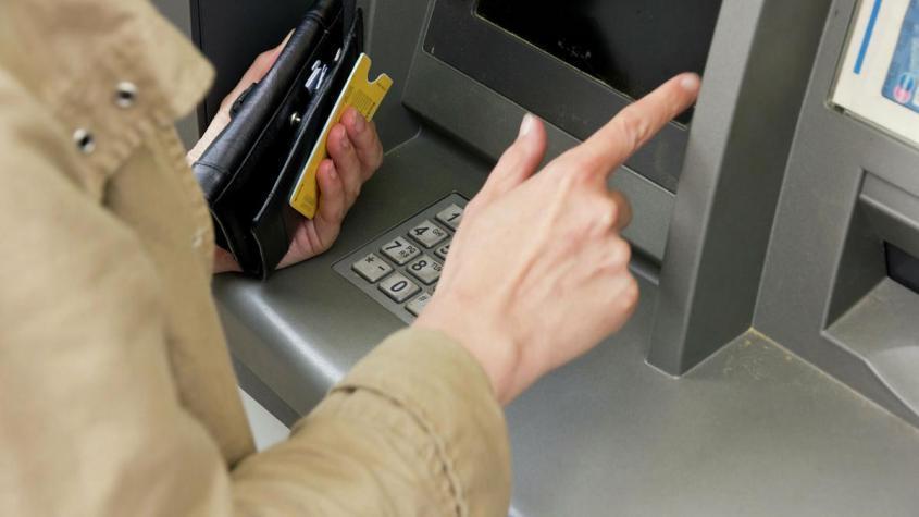Почему банк может заблокировать вашу пластиковую карту
