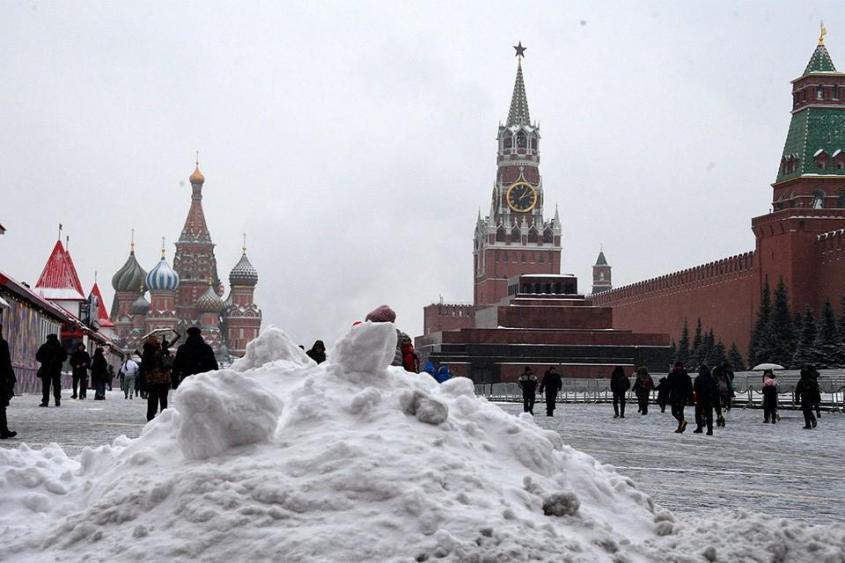 Уборкой улиц и площадей Москвы займутся жители других регионов России