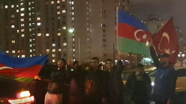 Азербайджанские и турецкие флаги на московских улицах