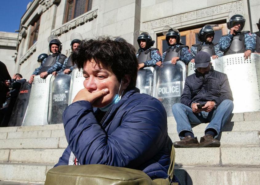 Оружие умолкло – Ереван забурлил. Что происходит с властью в Армении