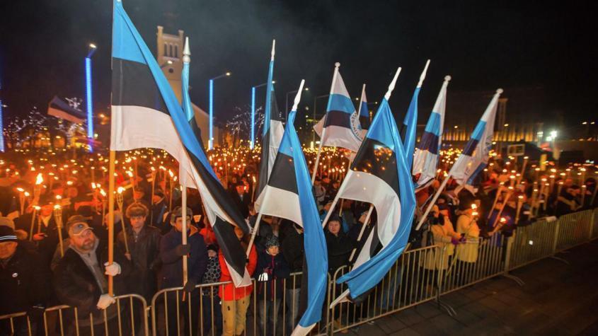 Люди на площади Свободы во время факельного шествия, организованного Консервативной народной партией (EKRE) в Таллине – РИА Новости, 1920, 13.11.2020