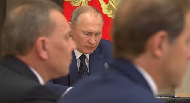 О чём Владимир Путин на днях совещался с Минобороны?