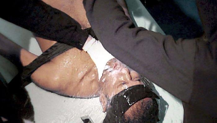 Пытки ЦРУ предусматривали утопление и лишение сна на неделю