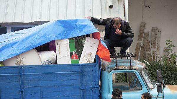 Жители покидают город Лачин