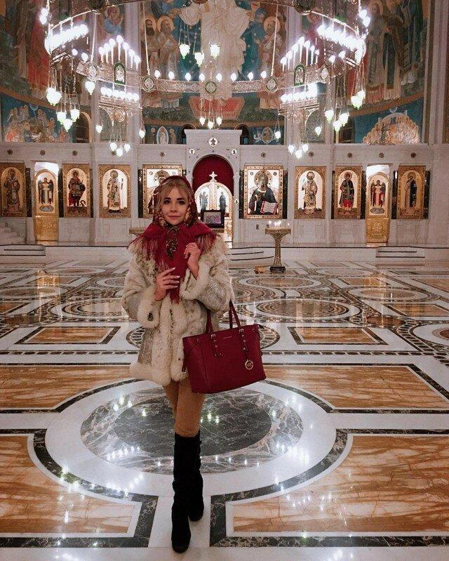 Сама скромность: как выглядит пресс-секретарь архиепископа Амвросия Марианна Збаровская.