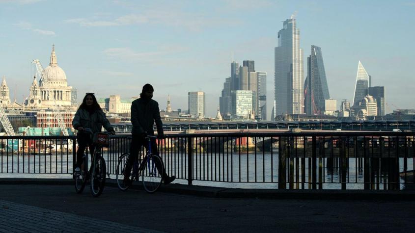 Вид на Лондон с южного берега Темзы во время карантина, введенного в связи с коронавирусом – РИА Новости, 1920, 19.11.2020