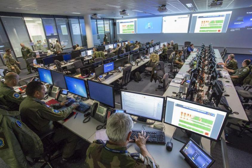 Британия готовит армию троллей к «наступательной кибервойне» против России