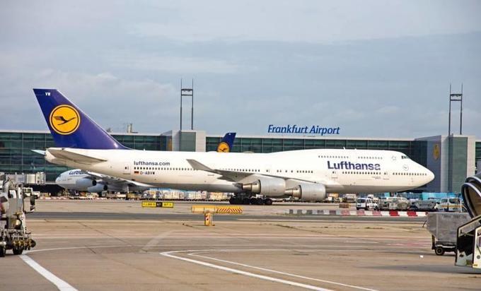 Информационная пандемия разоряет аэропорты Европы. Но только не российские