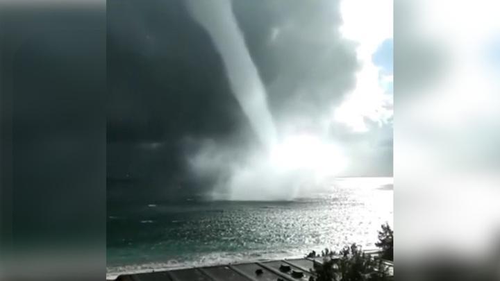 Вдоль побережья Абхазии и Сочи прошли страшные водяные смерчи