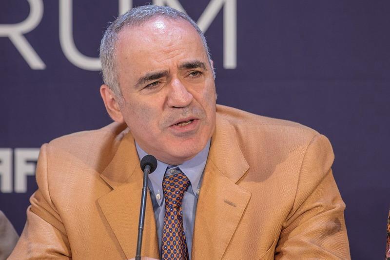 Русофоб Каспаров решил проверить действие нового «закона о сепаратизме» на себе