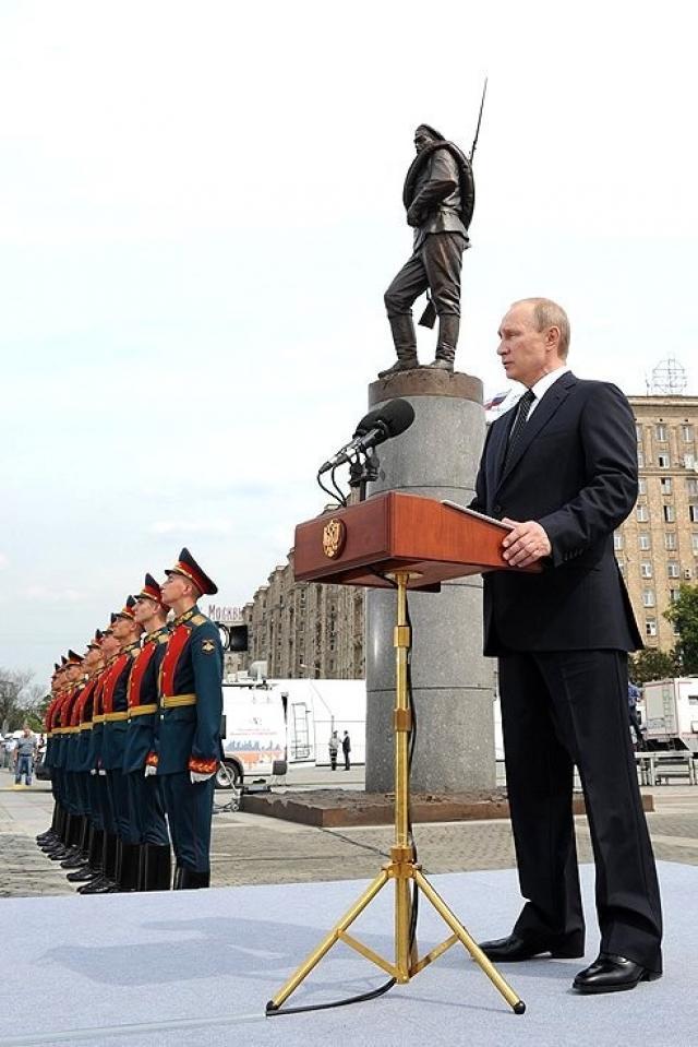 Владимир Путин открывает памятник героям Первой мировой войны. 2014