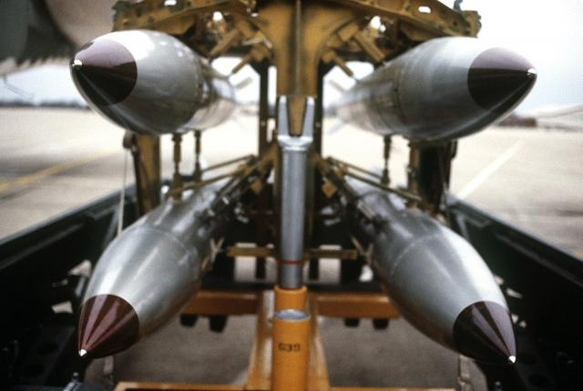 Бомбы B61