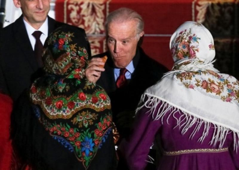 Украинская колониальная камасутра: все спешат занять наиболее приятные для старины Джо позы