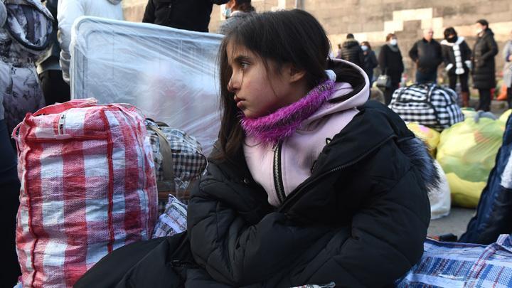 Карабах: более 17 тысяч беженцев вернулись домой после введения российских миротворцев