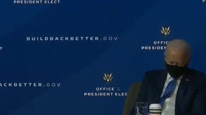 Дряхлеющий зицпредседатель Байден снова уснул на официальном мероприятии