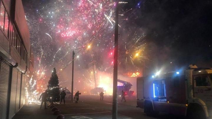 Взрыв фейерверков на рынке в Ростове-на-Дону попал на видео