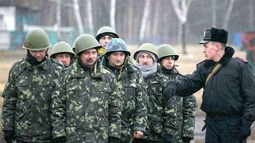 На Майдане стоял, революцию делал,но в армию идти не хочет.