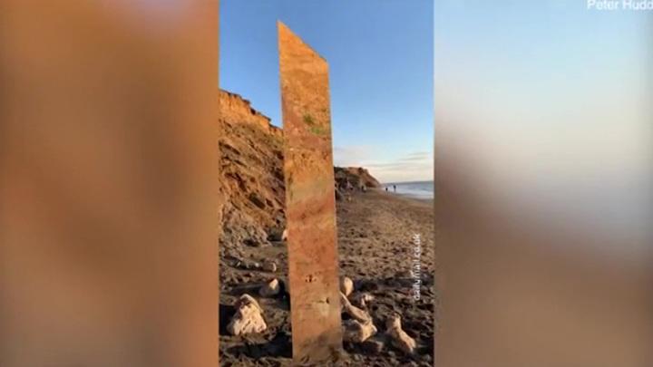 Очередной загадочный стеклянный монолит найден в Британии на берегу Ла-Манша