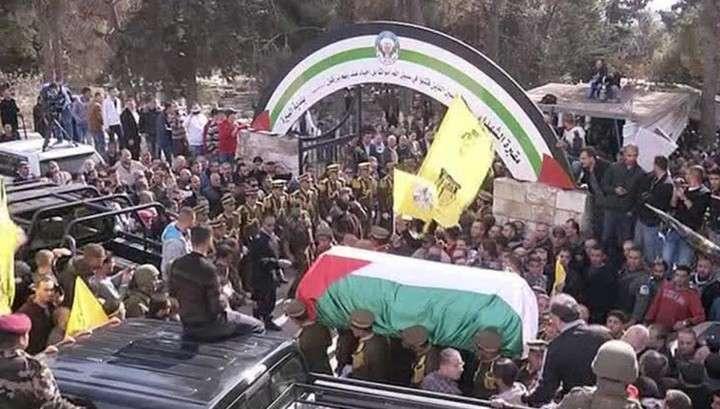 Похороны палестинского экс-министра переросли в бой с израильской полицией