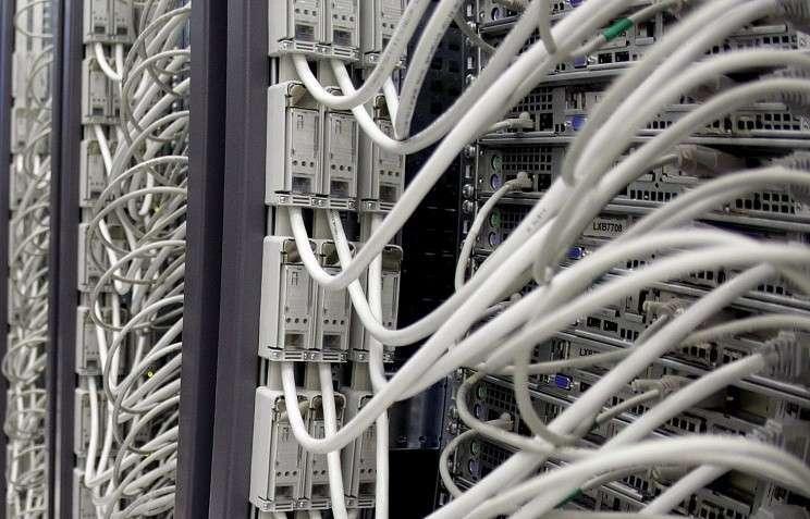 Госдума запретит размещать сайты госорганов на зарубежных серверах с июля 2015 года