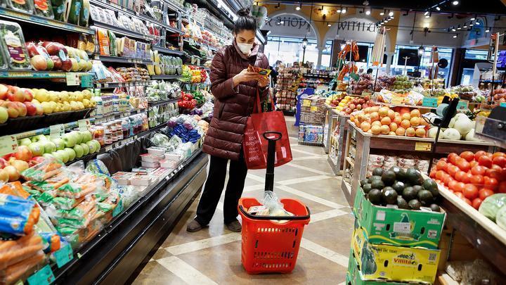 Крупнейший ритейлер отменит наценку на социально значимые продукты