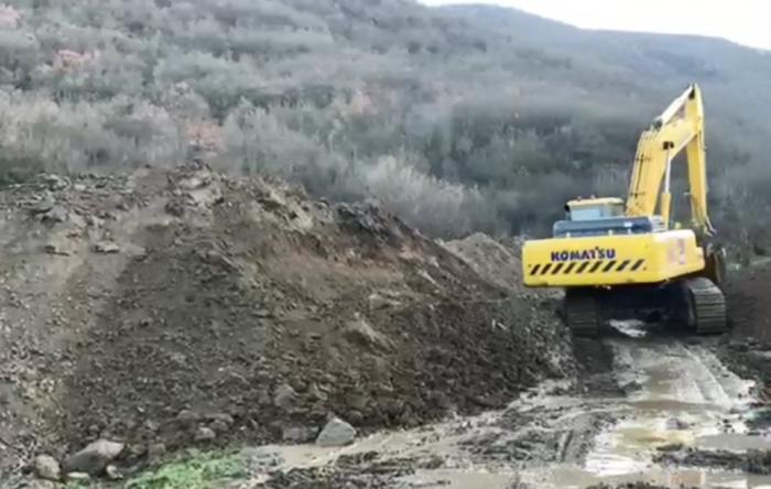 Война в Карабахе: трактор прокопал новую границу между Арменией и Азербайджаном