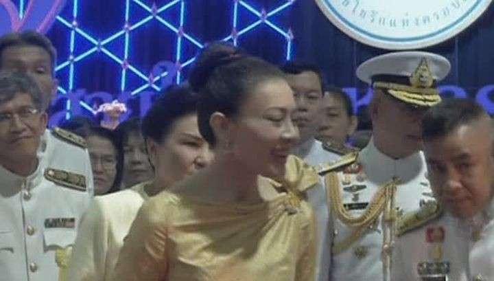 Жена принца Таиланда отказалась от титула из-за немилости монарха