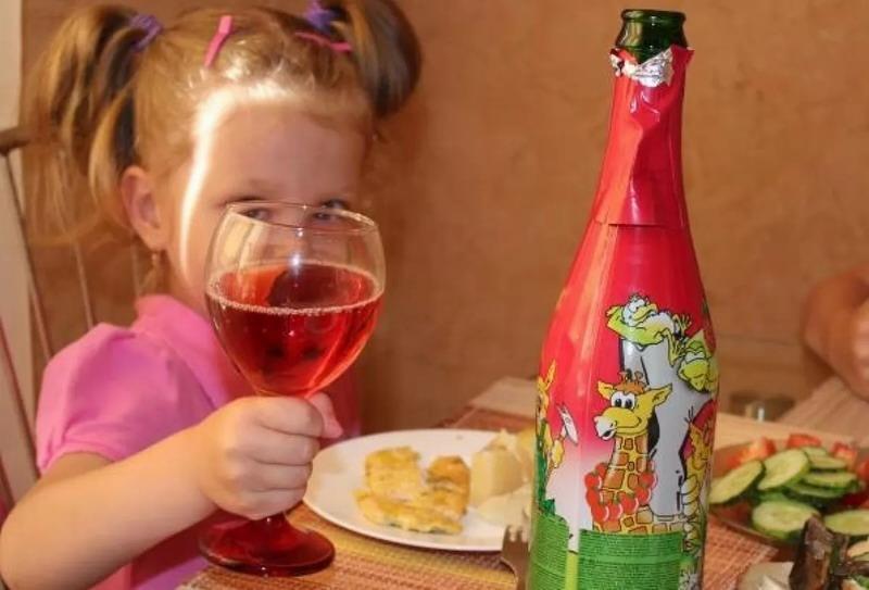 В России призвали запретить продажу детского шампанского