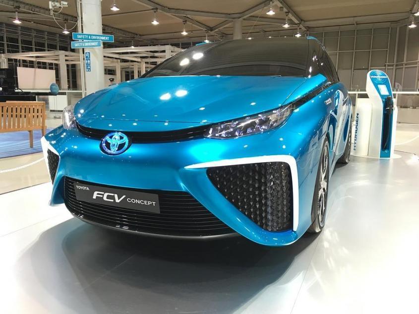 Японский автогигант Тойота выступил против электромобилей