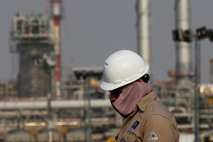 Саудовская Аравия показала всему миру опасность «сидения на нефтяной игле»