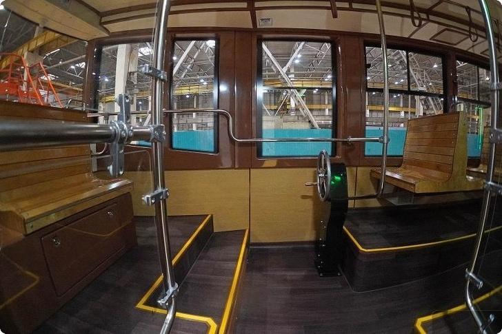 Уралтрансмаш представил новую разработку – ретро-трамвай 71-415Р