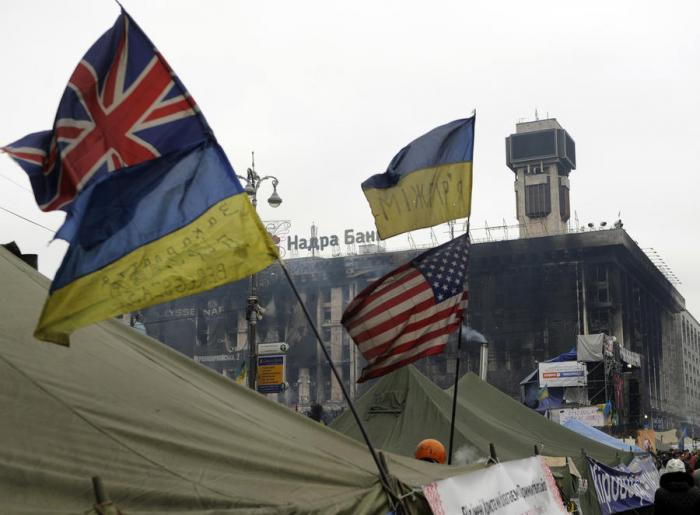 Украинский политолог: Запад помог Киеву лишь громить страну, раздавая кредиты на войну