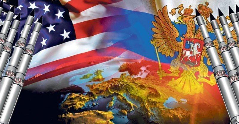 США в поисках врага для сплачивания нации или эффект ружья, висящего на сцене