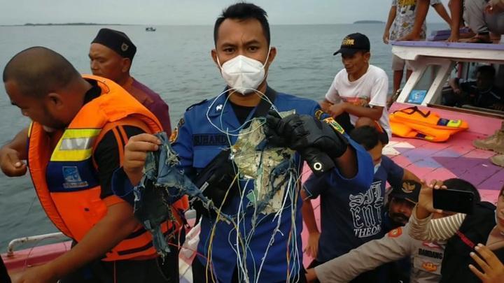 Обнародованы кадры с места крушения индонезийского Boeing 737