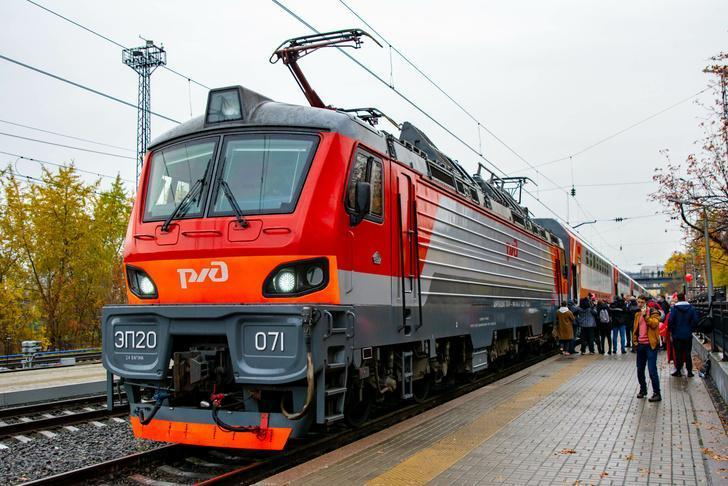 Из Мурманска в Петербург отправился первый для региона новый двухэтажный пассажирский поезд