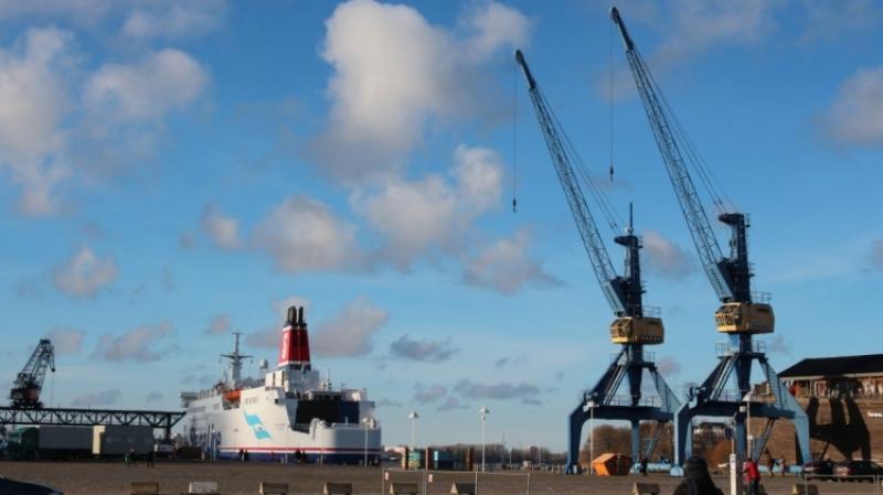 Новые данные показали, как быстро пустеет в Латвии Вентспилсский порт без российских грузов