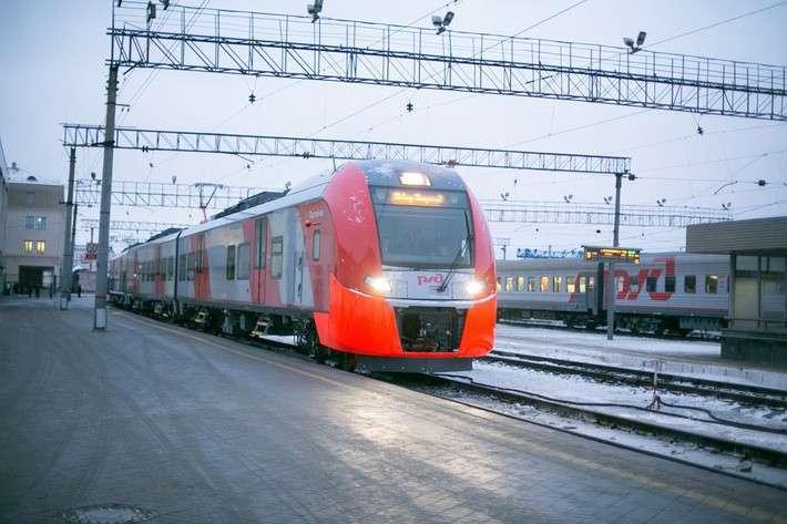 ЭС2Г №004, выпущенная на заводе «Уральские локомотивы», в тестовой поездки от станции Екатеринбург-Пассажирский до Нижнего Тагила