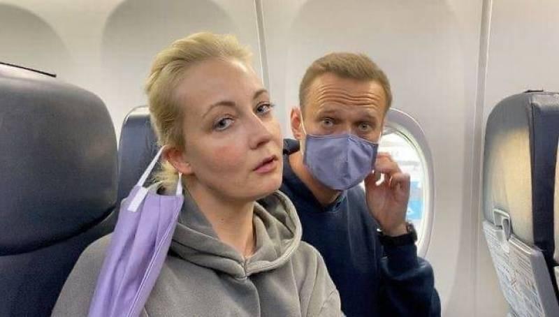 На родину Навального отправили с помпой и журналистами