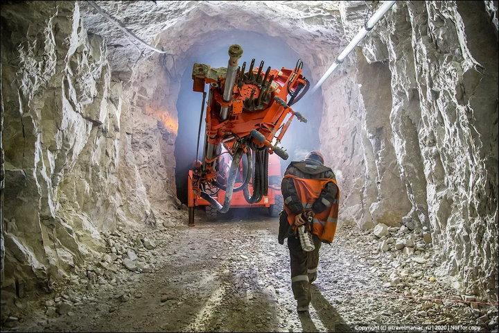 «Это невероятно!» – девушка минуту молчала, услышав, какого размера рудники под Норильском