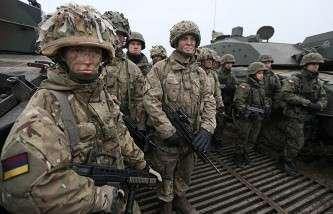 Польские и британские солдаты во время совместных учений, 21 ноября 2014 года, Польша