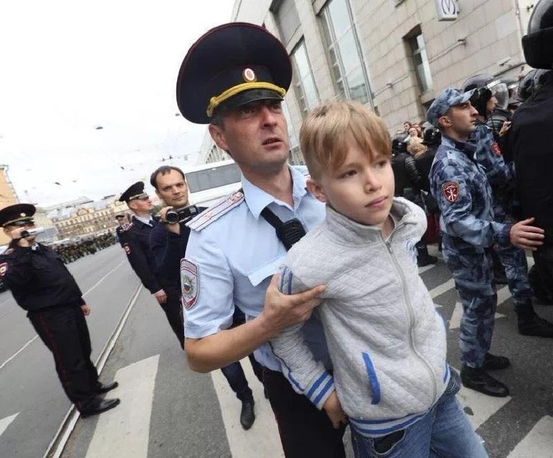 Скольким детям вы готовы сломать жизнь за Навального? Почему это не касается его детей?