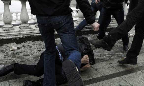 Майдан в Москве: жестокое избиение навальнистами своих противников | Русская весна