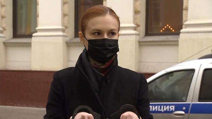 Вышинский и Бутина встали в пикет у посольства Латвии в защиту свободы слова и прав журналистов