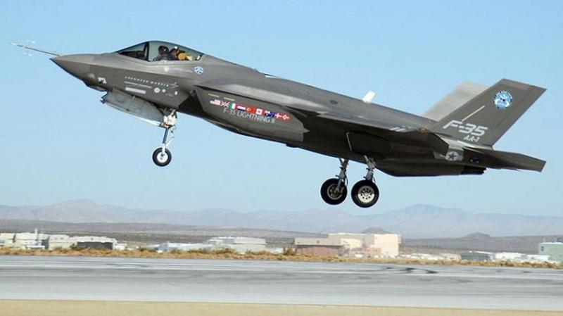 Названы недостатки американских истребителей F-22 и F-35, которые делают их уязвимыми