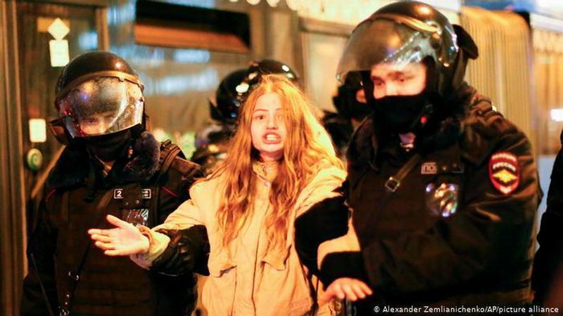 Грозит 2 года: брат Навального, Соболь и Алехина задержаны за