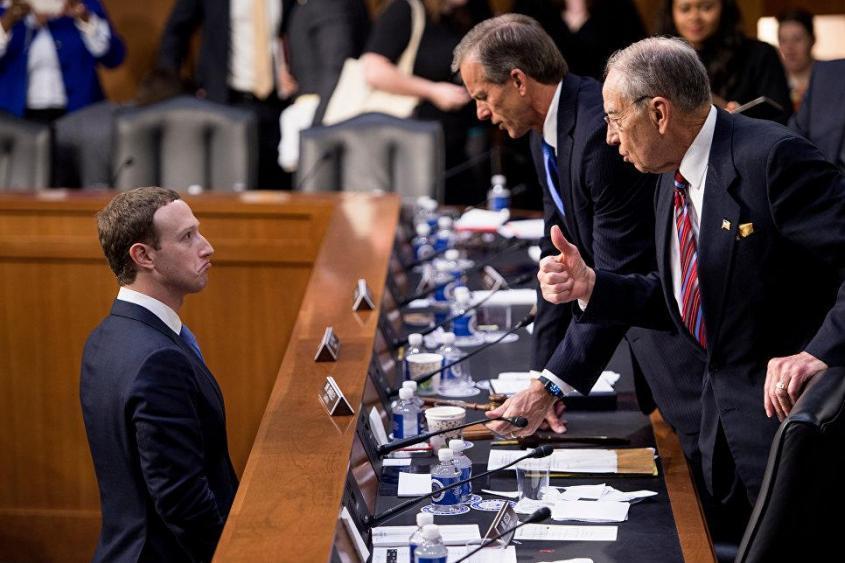 Демократы приступают к зачистке Facebook «от слишком умных и наглых»