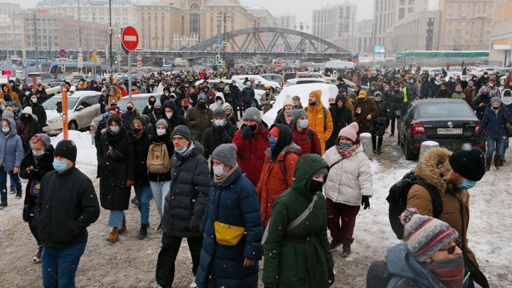 Майданщики перекрыли движение в районе площади трех вокзалов