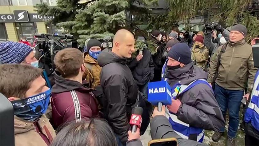 В Киеве националисты попытались взять штурмом офис телеканала